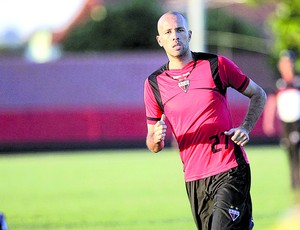 Gabriel, zagueiro do Atlético-GO (Foto: O Popular)