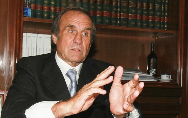 Carlos Reutemann aproveitou a fama pra virar governador (Foto: Reprodução/Facebook)