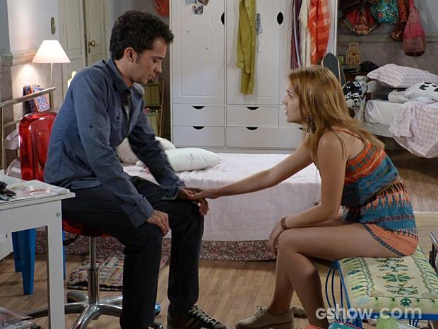 Anita cobra explicações sobre o fim do namoro (Foto: Malhação / TV Globo)