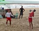 Após greve no Náutico, atletas aliviam pressão no futevôlei em Boa Viagem