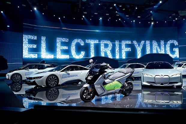 Boletim Autoesporte CBN: Marcas alemãs pretendem eletrificar grande parte da linha de veículos até 2025