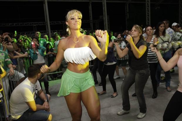 Juju Salimeni em ensaio da Mancha Verde em São Paulo (Foto: Leo Franco/ Ag. News)