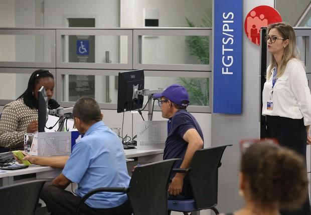Agência da Caixa faz atendimento de benefícios do INSS e FGTS (Foto: Fabio Rodrigues Pozzebom/Agência Brasil)