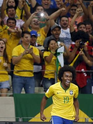 Willian gol Brasil x Venezuela eliminatórias (Foto: Reuters)