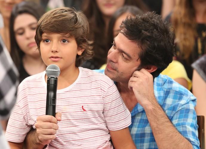 Bruno Mazzeo e o filho João na gravação do programa Altas Horas (Foto: Carol Caminha/Gshow)