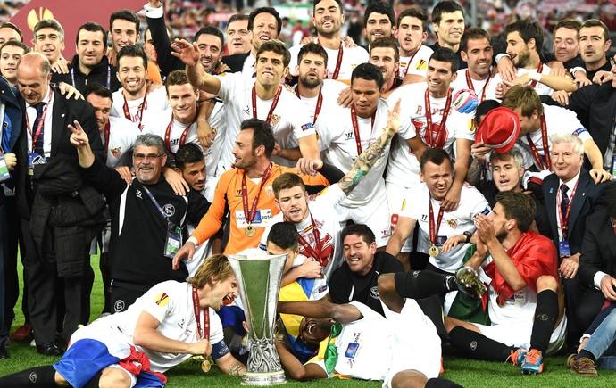 Comemoração Sevilla Liga Europa (Foto: Agência AFP )