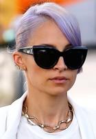 Veja dicas e cuidados para pintar os cabelos de lilás, igual a Nicole Richie