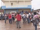 Agentes de endemias em Santana protestam contra atraso de salários