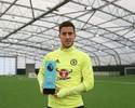 Jogador do mês, Hazard diz que só sai do Chelsea após vencer campeonato