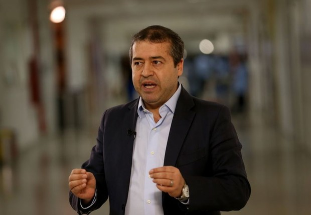 O ministro do Trabalho, Ronaldo Nogueira, é entrevistado na Voz do Brasil (Foto: Wilson Dias/Agência Brasil)