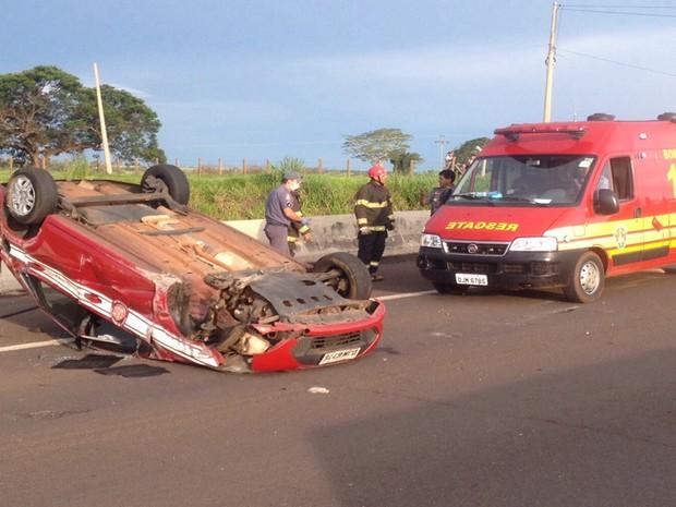Motorista perdeu controle da direção ao desviar de um objeto na rodovia. Rio Preto (Foto: Carla Paes/colaboração)