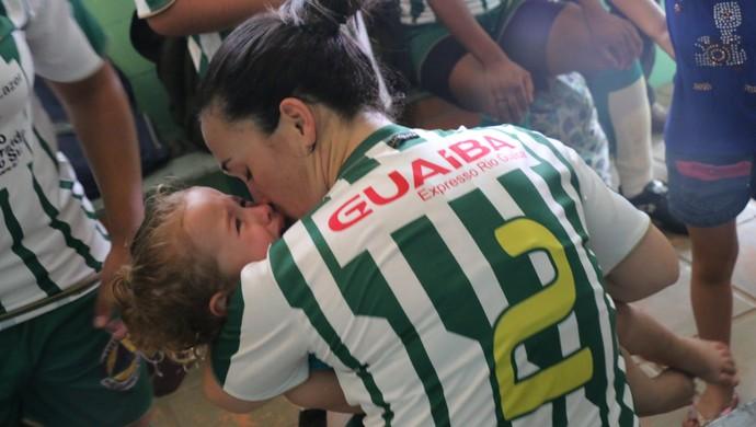 futebol feminino Black Show vestiário criança Jéssica Lopes (Foto: Beto Azambuja / GloboEsporte.com)