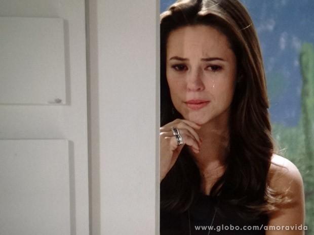 Paloma se emociona (Foto: Amor à Vida / TV Globo)