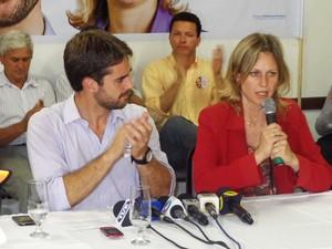 Eduardo Leite e a vice Paula Mascarenhas falaram sobre os projetos para a cidade de Pelotas (Foto: Felipe Truda/G1)