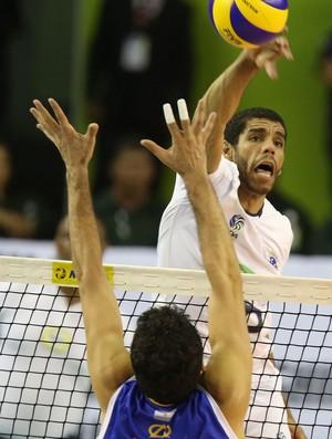 Oposto Wallace foi o grande nome do jogo (Foto: Divulgação/FIVB)