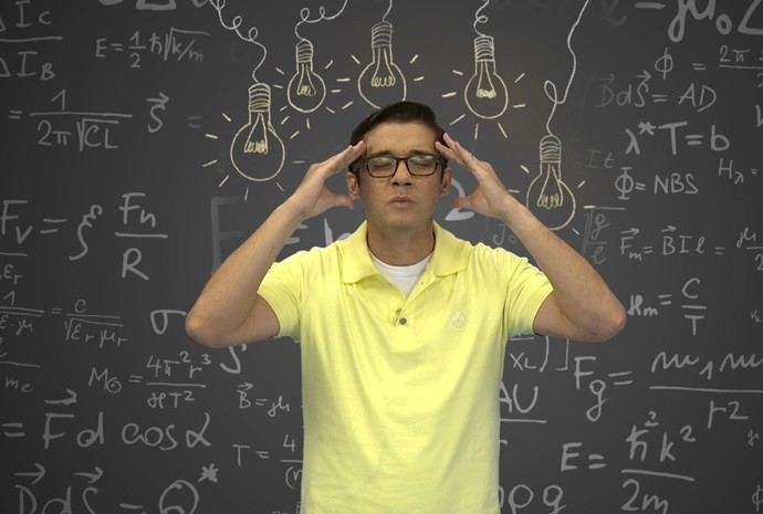 Marcos Paiva mentalizando ideias para o próximo Revista de Sábado (Foto: Reprodução / TV TEM)