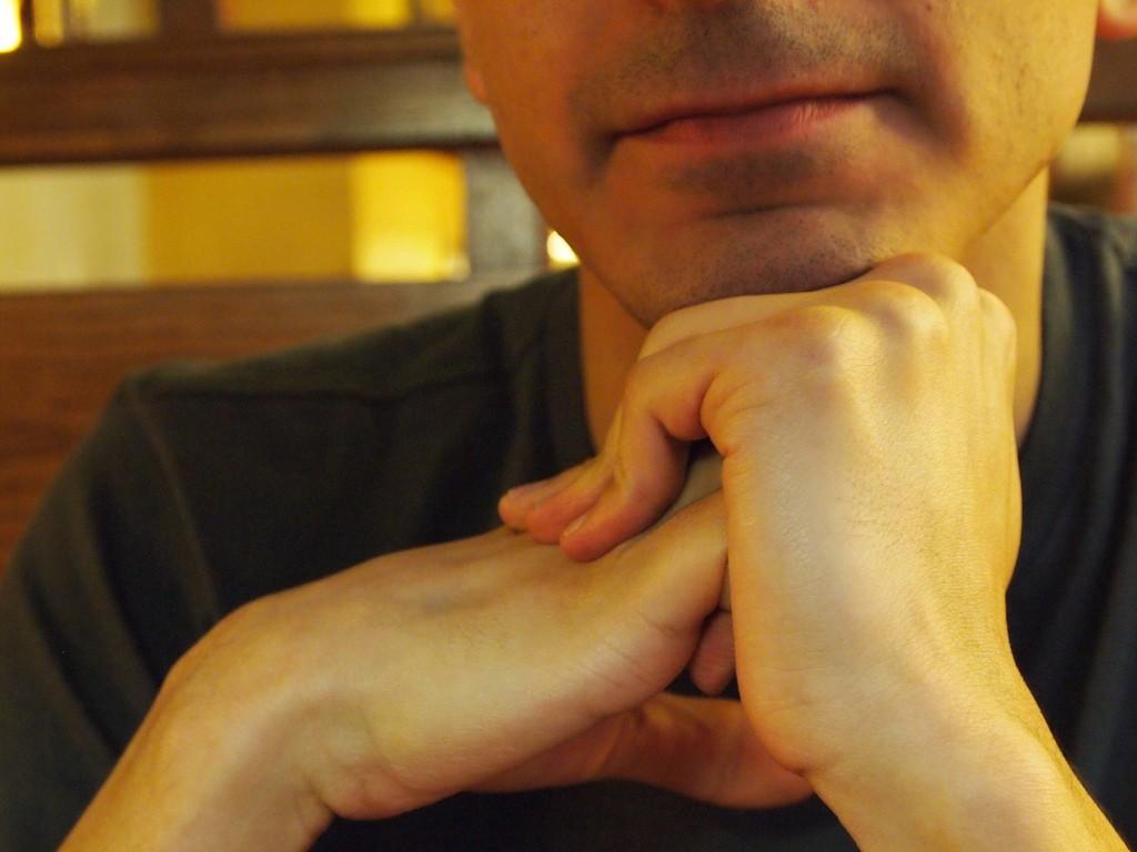 O que acontece quando você estala os dedos?