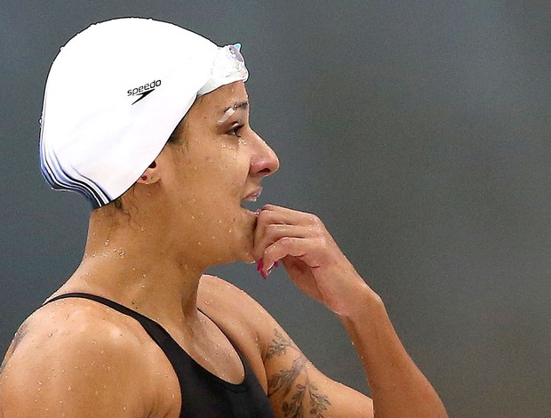Joanna Maranhão na prova de natação Londres com curativo no rosto (Foto: Satiro Sodré / Agif)