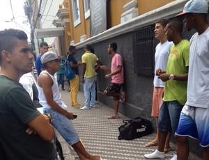 Jogadores do Barra Mansa reclamam da falta de pagamento (Foto: Divulgação)