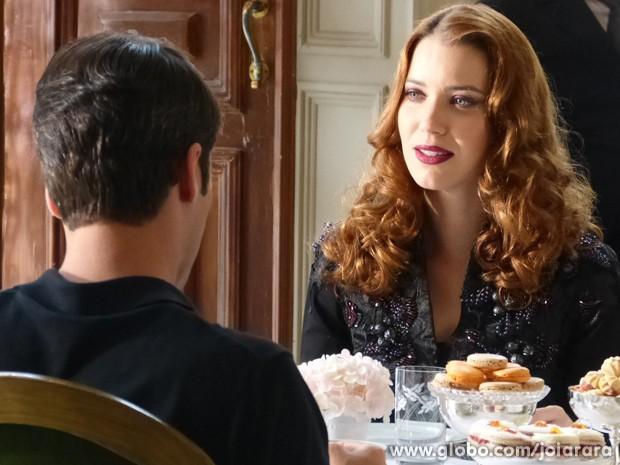 Cansada de manter a farsa, a designer de joias não insiste em ficar ao lado do marido (Foto: Joia Rara/TV Globo)