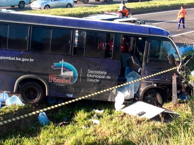 Uma pessoa morreu com a batida (Foto: Imagens/TV Bahia)