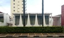 Casa inspirada no Palácio da Alvorada chama atenção (Lucas Rangel/TV Vanguarda)