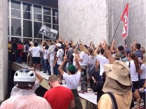 Manifestação professores Paraná (Foto: Daiane Baú/G1)