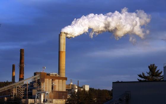 Usina termelétrica à carvão em New Hampshire, Estados Unidos (Foto: Jim Cole/AP)