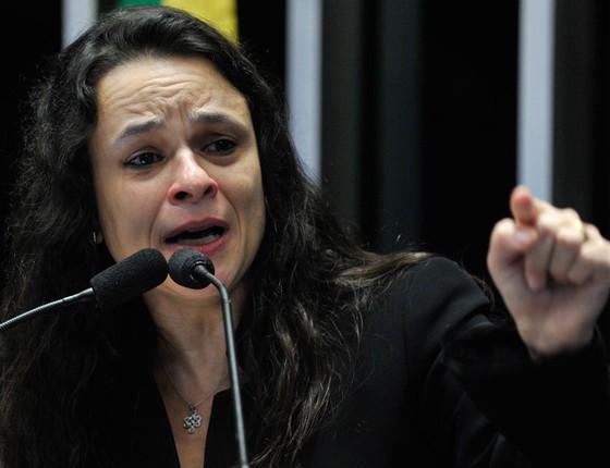A jurista Janaína Paschoal durante discurso a tribuna (Foto: Jane de Araújo/Agência Senado)
