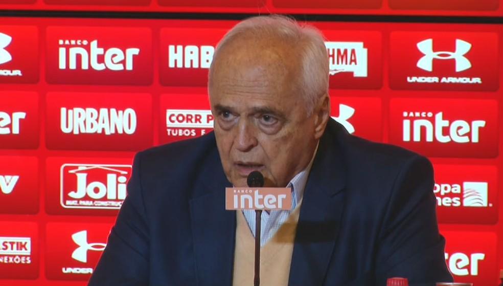 Carlos Augusto de Barros e Silva, o Leco, presidente do São Paulo, em entrevista coletiva (Foto: reprodução)