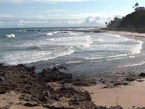 Praia em Ondina onde três pessoas se afogaram na tarde desta terça-feira (23), Salvador, Bahia (Foto: Reprodução/ TV Bahia)