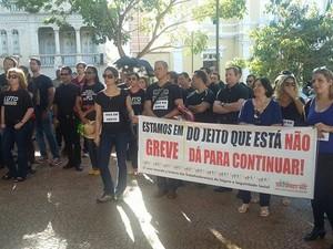 GREVE INSS UBERABA MANIFESTAÇÃO (Foto: Vanessa Fontanella/ G1)