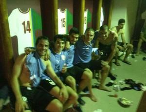 luis suarez comemora vitória uruguai (Foto: Reprodução / Twitter)
