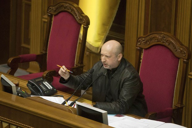 Oleksander Turchynov logo após ser eleito presidente do Parlamento ucraniano neste sábado (22) (Foto: Alex Kuzmin/Reuters)