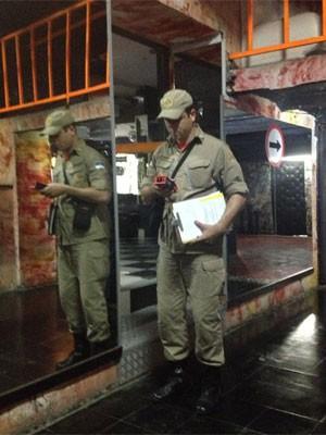 Bombeiros orientaram sobre colocação de equipamentos contra incêndio (Foto: Wanessa Andrade/Globo Nordeste)