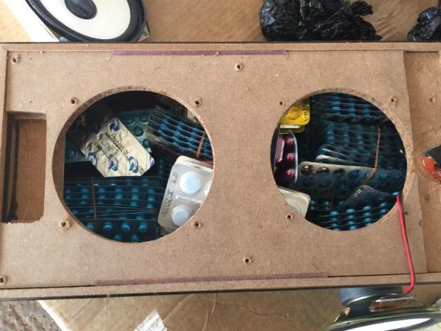Medicamentos contrabandeados foram encontrados com a ajuda de um equipamento de escâner da Receita Federal (Foto: RF / Divulgação)