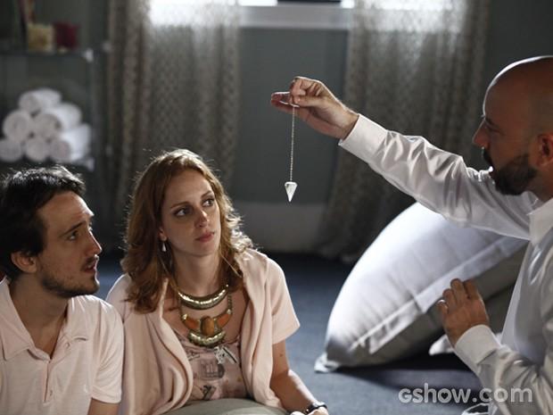 Pri e Marcelo se consultam com 'Guru da Fertilidade' (Foto: Inácio Moraes / TV Globo)