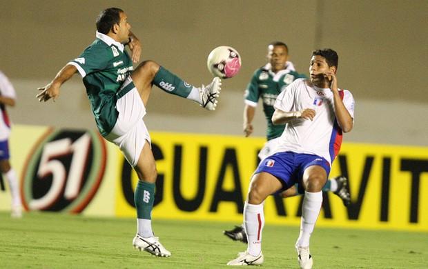 Iarley e Danilo Gomes, Goias x Guaratingueta (Foto: André Costa / Agência Estado)