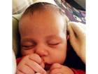 Paloma Duarte posta foto do filho  Antônio dormindo na web