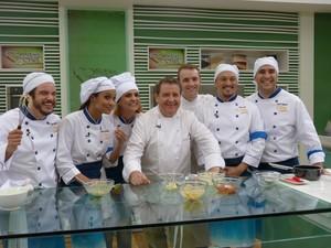 Grupo recebe aula de Laurent Suaudeau (Foto: Mais Você/TV Globo)