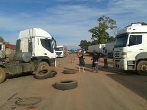 Com ampliação dos bloqueios, BR-364 em Cuiabá também foi interditada (Foto: Assessoria/ PRF-MT)