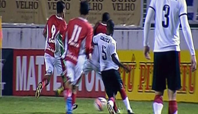 Boa Esporte e Vitória ficam no 0 a 0 em Varginha (Foto: Reprodução Premiere)