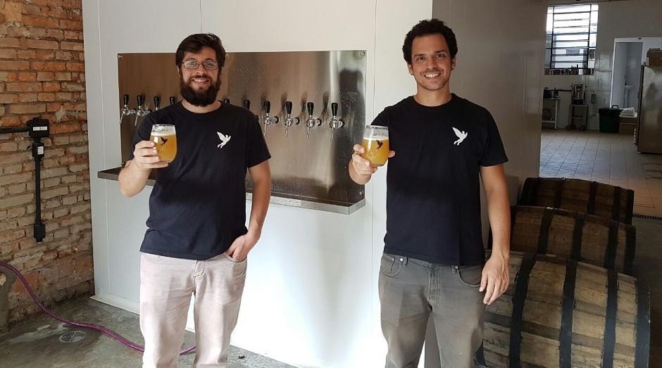 Roberto Tempel e Daniel Bekeierman, fundadores da cervejaria Trilha. (Foto: Divulgação)
