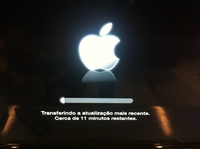 Aguardando o processo de restauração da Apple TV terminar (Foto: Marvin Costa/TechTudo)