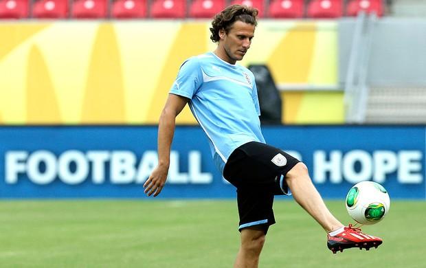 Forlán treino Uruguai (Foto: AP)