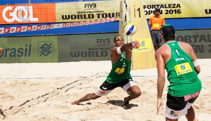 george, jô, vôlei de praia (Foto: Divulgação / FIVB)