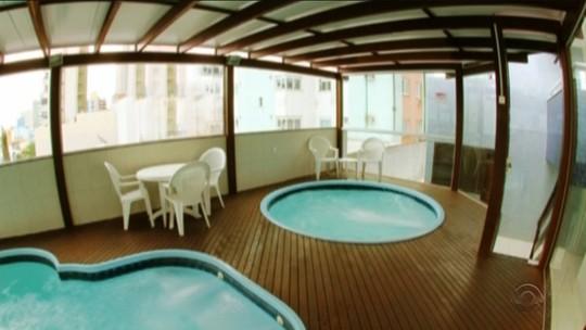 Piscina de hotel onde menina morreu afogada em SC é interditada