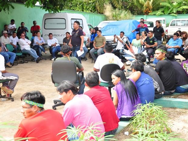 índios foram ouvidos por representantes do Dsei em Cruzeiro do Sul (Foto: Vanísia Nery/G1)
