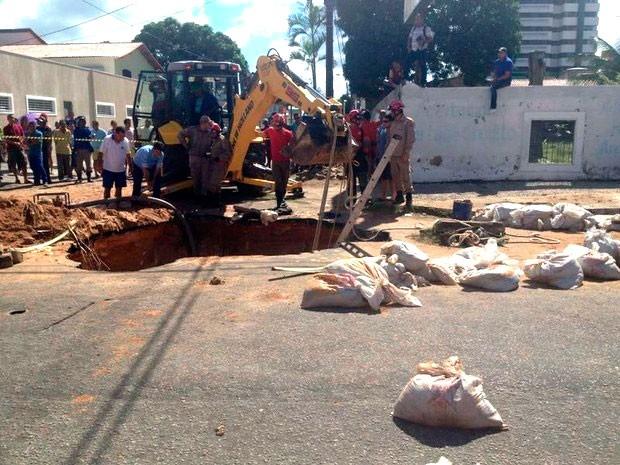 Acidente aconteceu na rua dos Potiguares, no bairro de Lagoa Nova, em Natal (Foto: Michelle Rincon/Inter TV Cabugi)