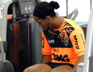 ROnaldinho gaúcho atlético-mg treino (Foto: Léo Simonini)